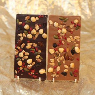 Eine Tafel dunkle und Milchschokolade